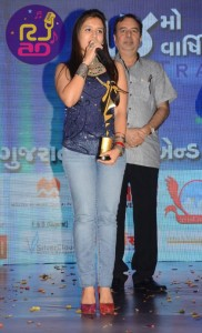 BEST SINGER (FEMALE ) for VISHWASGHAT